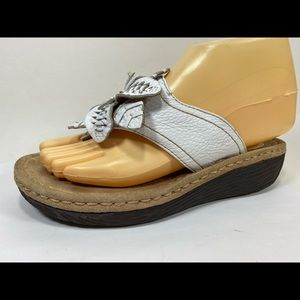 Clarks Artisan Leather Floral Sandals 6M Thongs